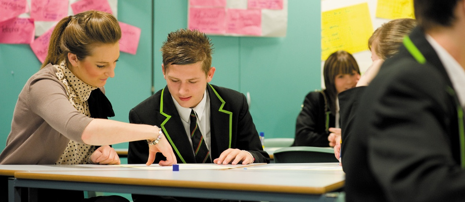 Female postgraduate student teaching pupils, Nottingham University Samworth Academy (NUSA)