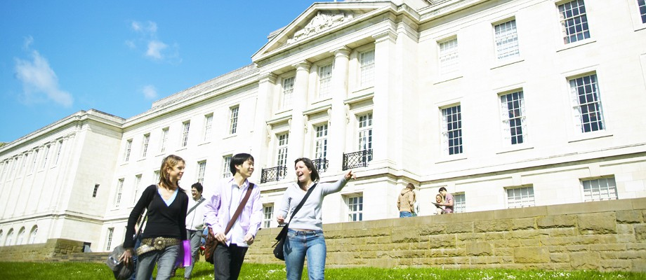 Students walking outside Trent Building